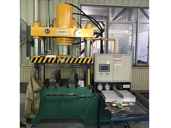 200吨汽车配件铝管压扁机